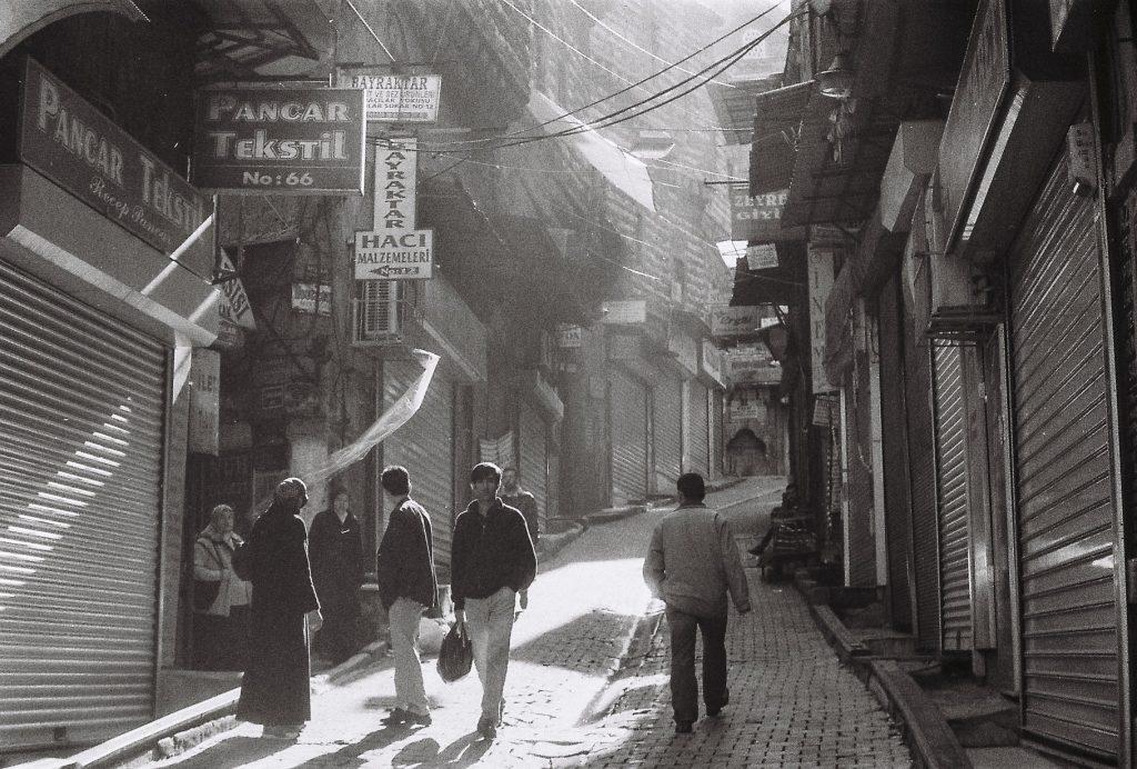 istanbul fotoğraf günlüğü Photographer: Umur Dilek. Ilford B&W film. İstanbul fotoğraf günlüğü #2 Fotoğrafçı portrait portre