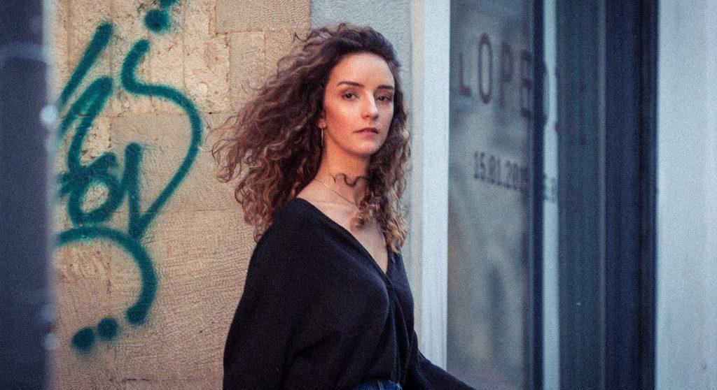 Contrast of Galata streets with Nilsu. Fashion portrait moda portre fotoğraf çekimi fotoğrafçısı